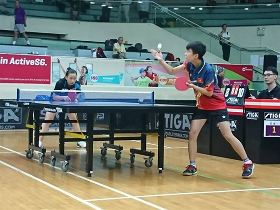Vietnamese cadet girls (R) pockets a silver in the Southeast Asia Junior & Cadet Table Tennis Championships in Singapore. — Photo facebook Hung Nguyen)