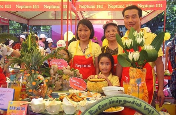 A photo of the family winning the first prize at last year's cooking contest in a series of activities celebrating Vietnam Family Day 2016 in Hanoi. — Photo courtesy of organisers