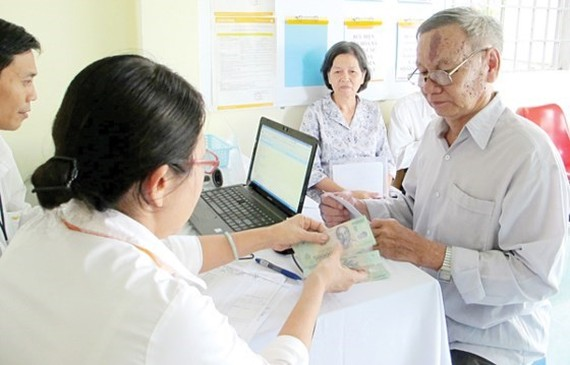 Retirement salary and social allowance will be increased from August 15 (Photo: SGGP)