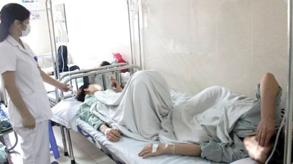 Two patients have to share beds (Photo: SGGP)