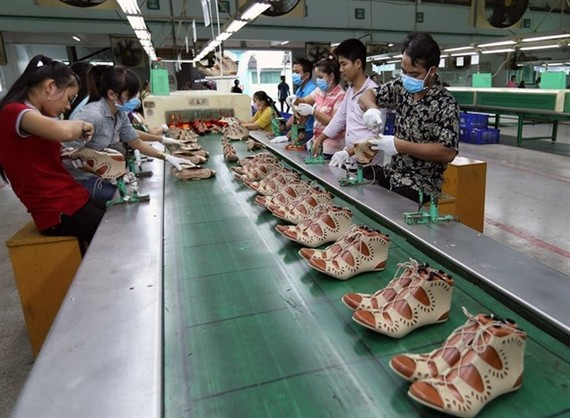 Workers at My Phong Shoe Company in the southern province of Tra Vinh produce shoes for exports. (Photo: VNA)