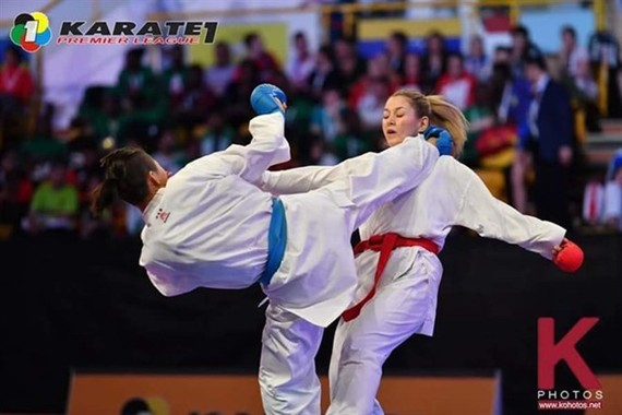 Nguyen Thi Ngoan (left) competes at the Karate 1-Premier League in Dubai in April. (Photo wkf.net)