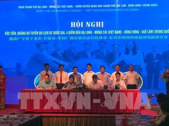 The four localities sign a MoU on tourism development. (Source: VNA)