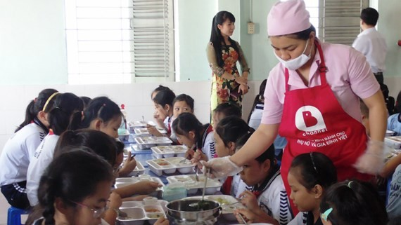 HCMC tightens control on food safety in schools
