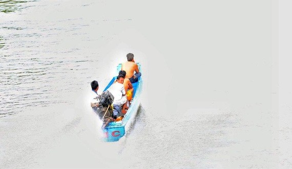 Smugglers use high-speed boats to transport goods from Cambodia to Chau Doc city in An Giang province (Photo: tuoitre.vn)