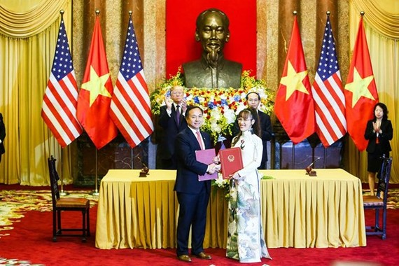 The signing ceremony of cooperation deal between VietJet Air and Pratt & Whitney (Photo: VietJet Air)