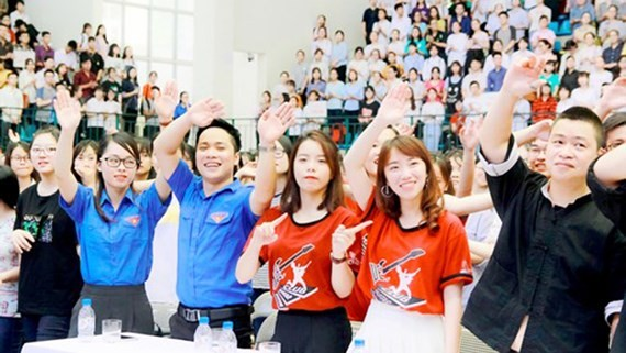Students of Pedagogy University in Hanoi hold an extra activity (Photo: SGGP)