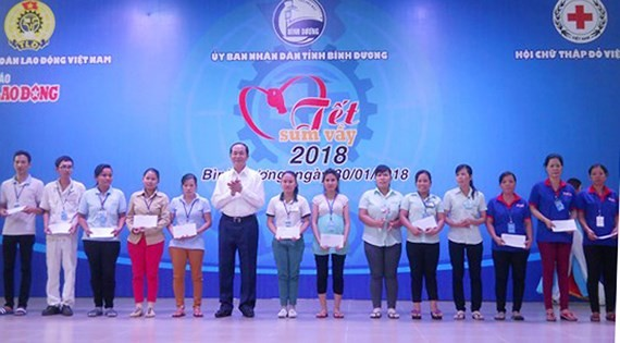 President sends New Year wishes to workers in Binh Duong