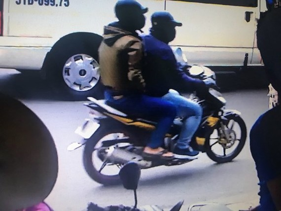 Two bank robbers detained, one on run
