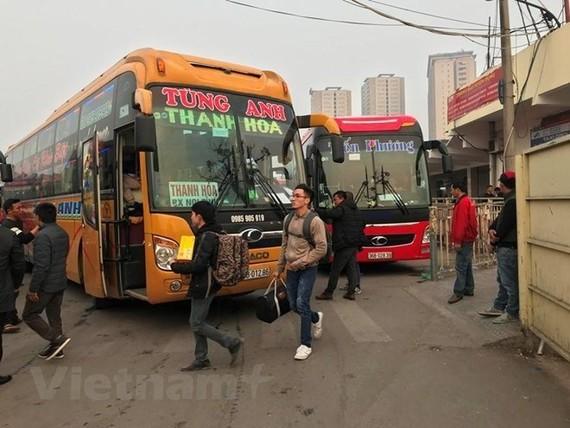 Hanoi's Department of Transport has planned to switch four major bus stations in the inner city into car parks and inner-city bus interchanges by 2020 (Photo: VNA)