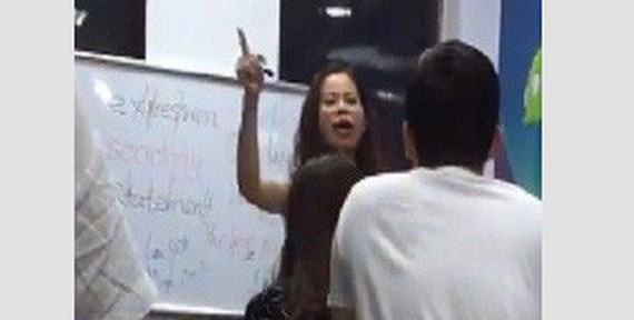 Language teacher Nguyen Thi Kim Tuyen is shouting at her learners. Photo taken from video clip