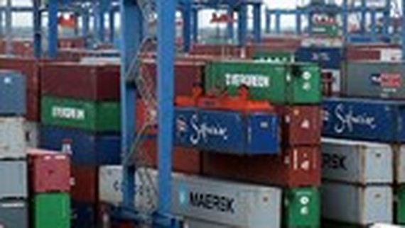 Firms find it hard to enter Cat Lai Port for customs clearance