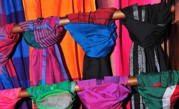 The art of Sri Lankan traditional costumes and fabric was introduced at a fashion event in Hanoi. (Photo: srilankanbusiness.com)