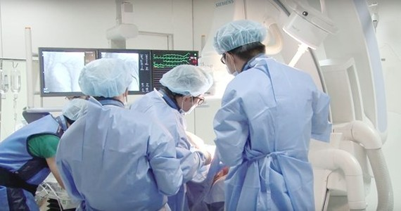 Surgeons are carrying out the operation to save the French man (Photo: SGGP)