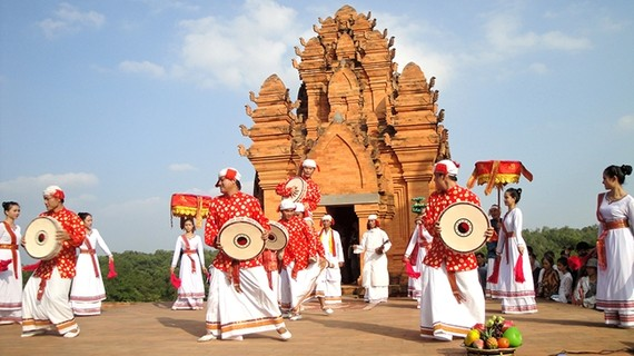 Activities to celebrate Cham's traditional Kate festival in Binh Thuan