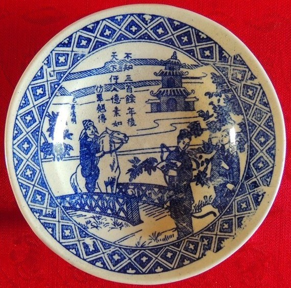 The pottery disk depicting the Kieu sisters was found in Nghe An (Photo: sggp.vn)
