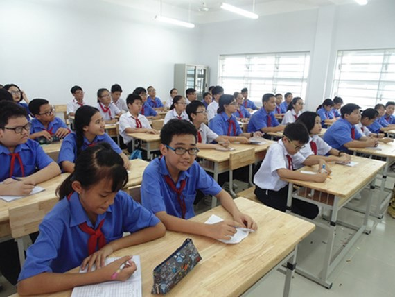 Students of Tran Huy Lieu Secondary School in a lesson. Photo by SGGP