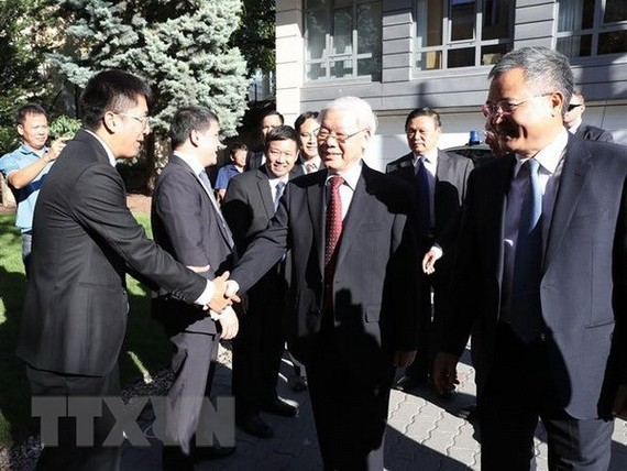 Party General Secretary Nguyen Phu Trong visits the Vietnamese Embassy in Hungary on September 9 (Photo: VNA)