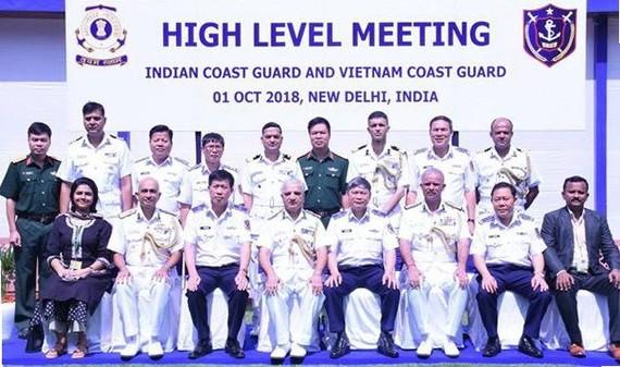 Vietnamese and Indian coast guards (Source: VNA)