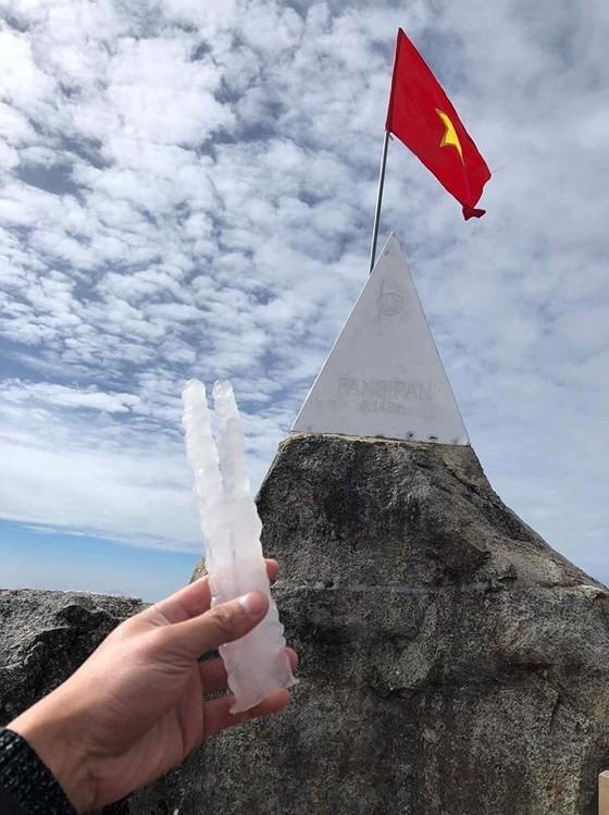 Ice, frost seen in Fansipan's peak