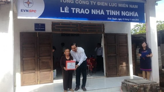 Southern power company builds charitable houses in Binh Thuan