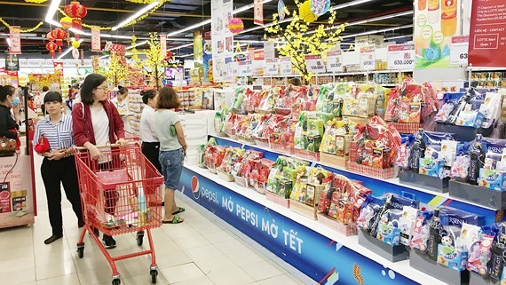 Domestic market of gift baskets for Tet Holiday bustling
