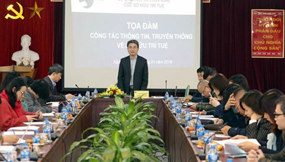 Head of NOIP Dinh Huu Phi is delivering his presentation in the discussion. Photo by TB