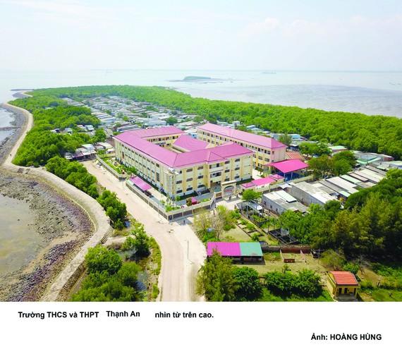 New school brightens up poor island district in HCMC