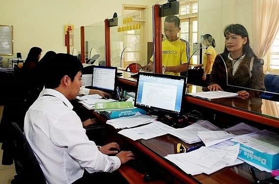 The Ministry of Home Affairs (MoHA) is collecting opinions on a new law which would amend a number of articles of the Law on Cadres and Civil Servants (2008) and the Law on Public Employees (2010).(Source: phapluatxahoi.vn)