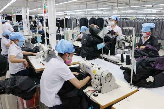 Workers at Da Nang city's 29/3 Textiles Company. Vietnam's textile industry is expected to take advantage of the CPTPP agreement in 2019. (Photo: VNA)