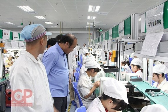 Workers at the New Wing Interconnect Technology Co. (Photo: bacgiang-iza.gov.vn)