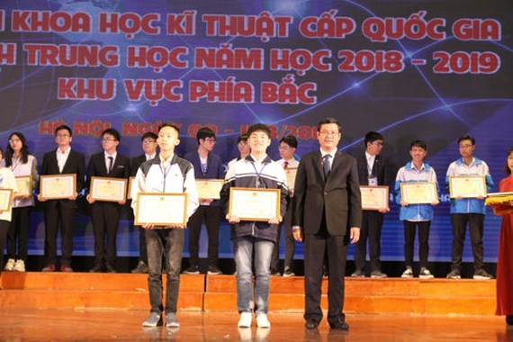 At the awarding ceremony (Photo: SGGP)