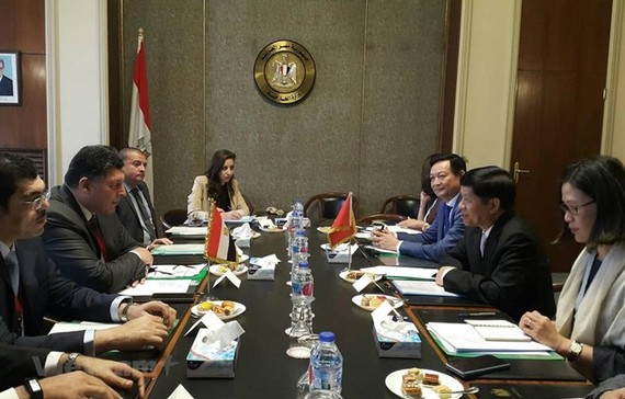 At the talk between Deputy Minister of Foreign Affairs Nguyen Quoc Cuong and his Egyptian counterpart Khaled Tharwat (Photo: VNA)