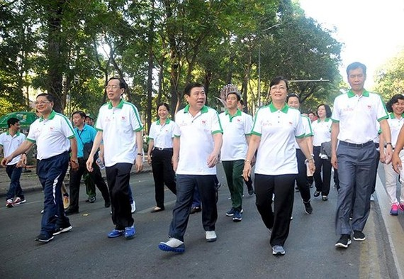 Chairman of HCMC People's Committee Nguyen Thanh Phong and city leaders join the event (Photo: SGGP)