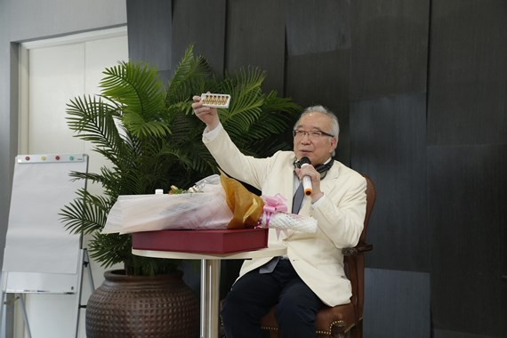 Dr. Kenichiro Hasumi at the seminar