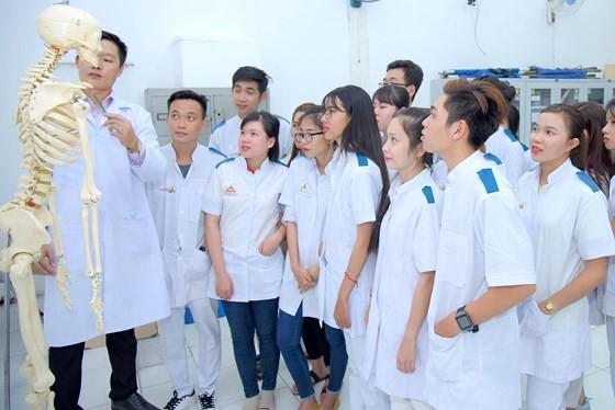 HCMC public senior high schools reduce admission quota for vocational training