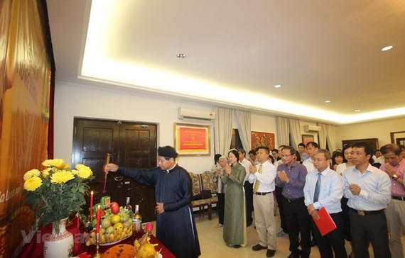 Vietnamese expatriates in Malaysia get together to commemorate the death anniversary of the Hung Kings.(Photo: VNA)