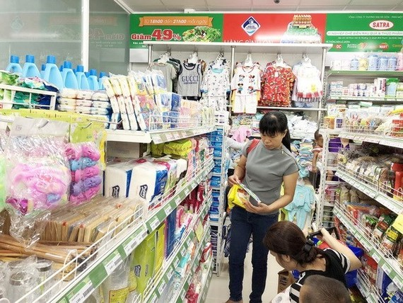 Consumers shop at a convenience store in HCM City (Photo: VNA)