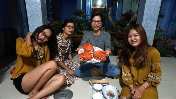 As tourism booms, young people turn to homestay business