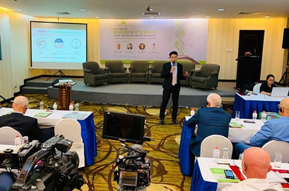 Dr. Cao Anh Tuan delivered his speech in the Genetica Talk conference