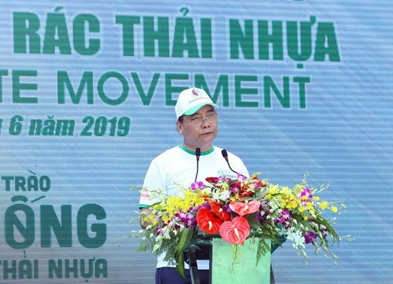 PM Nguyen Xuan Phuc speaks at the launching ceremony for the national campaign on plastic waste prevention in Hanoi on June 9.(Photo: VNA)
