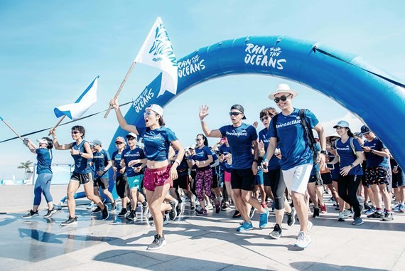 """""""Run for the Oceans"""" attracts hundreds of people"""