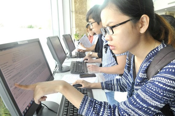 Citizens are declaring tax information online. Photo by Cao Thang