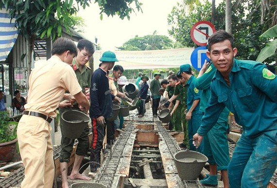 Rural residents contribute assistance to bridge construction