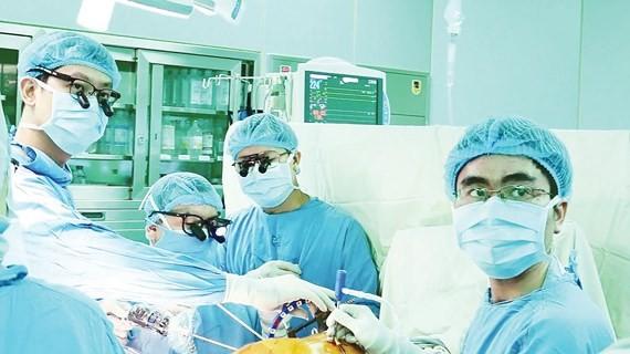 Surgeons of Medical UNiversity Hospital perform a liver transplant (Photo: SGGP)
