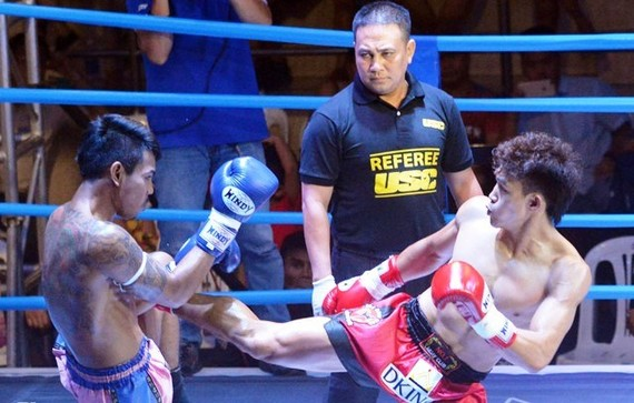 Vietnamese fighter Nguyen Tran Duy Nhat (right). (Photo: news.zing.vn)