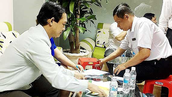 Inspectors are checking at a private medical clinics (Photo: SGGP)