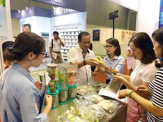 Visitors look at processed farm produce on display at the Vietnam International Exhibition on Processing, Packaging and Preserving Food and Agricultural Products held in HCM City. (Source: VNA)
