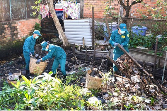 Waste cleaning activity in District 7 of HCMC. Photo by Viet Dung