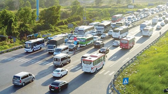 The traffic volume using HCMC – Trung Luong Expressway every day is quite large. (Photo: SGGP)